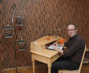 Marc Keiterling Journalist Texter am Schreibtisch
